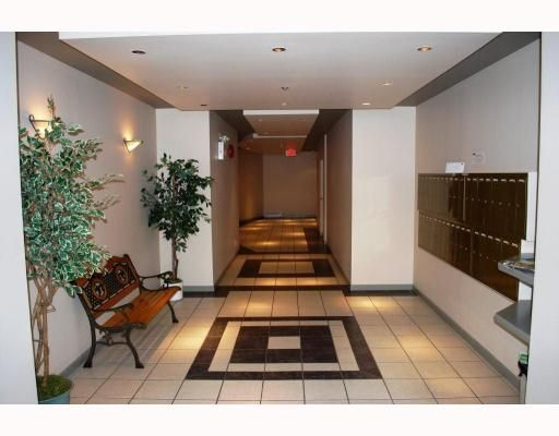 """Main Photo: 137 West 17 Street in North Vancouver: Central Lonsdale Condo for sale in """"westgate"""" ()"""