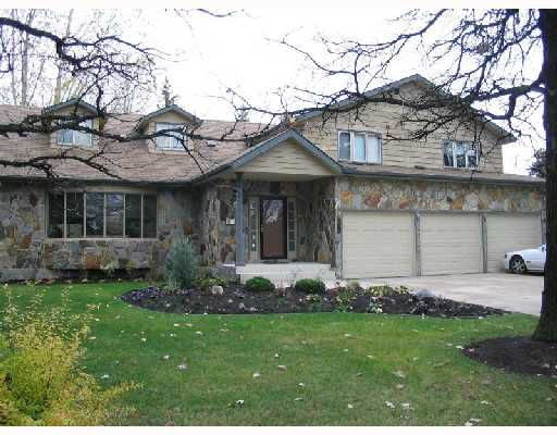 Main Photo: 39 STANFORD Bay in WINNIPEG: River Heights / Tuxedo / Linden Woods Single Family Detached for sale (South Winnipeg)  : MLS®# 2718335