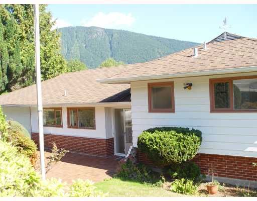 Main Photo: 100 BONNYMUIR Drive in West Vancouver: Glenmore House for sale : MLS®# V669905