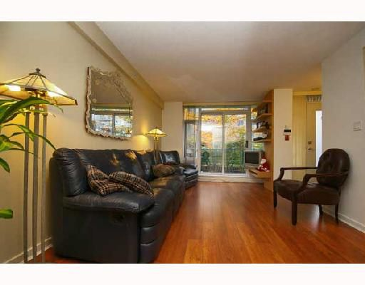 """Main Photo: 170 COOPERS MEWS BB in Vancouver: False Creek North Townhouse for sale in """"QUAYWEST 1"""" (Vancouver West)  : MLS®# V678322"""