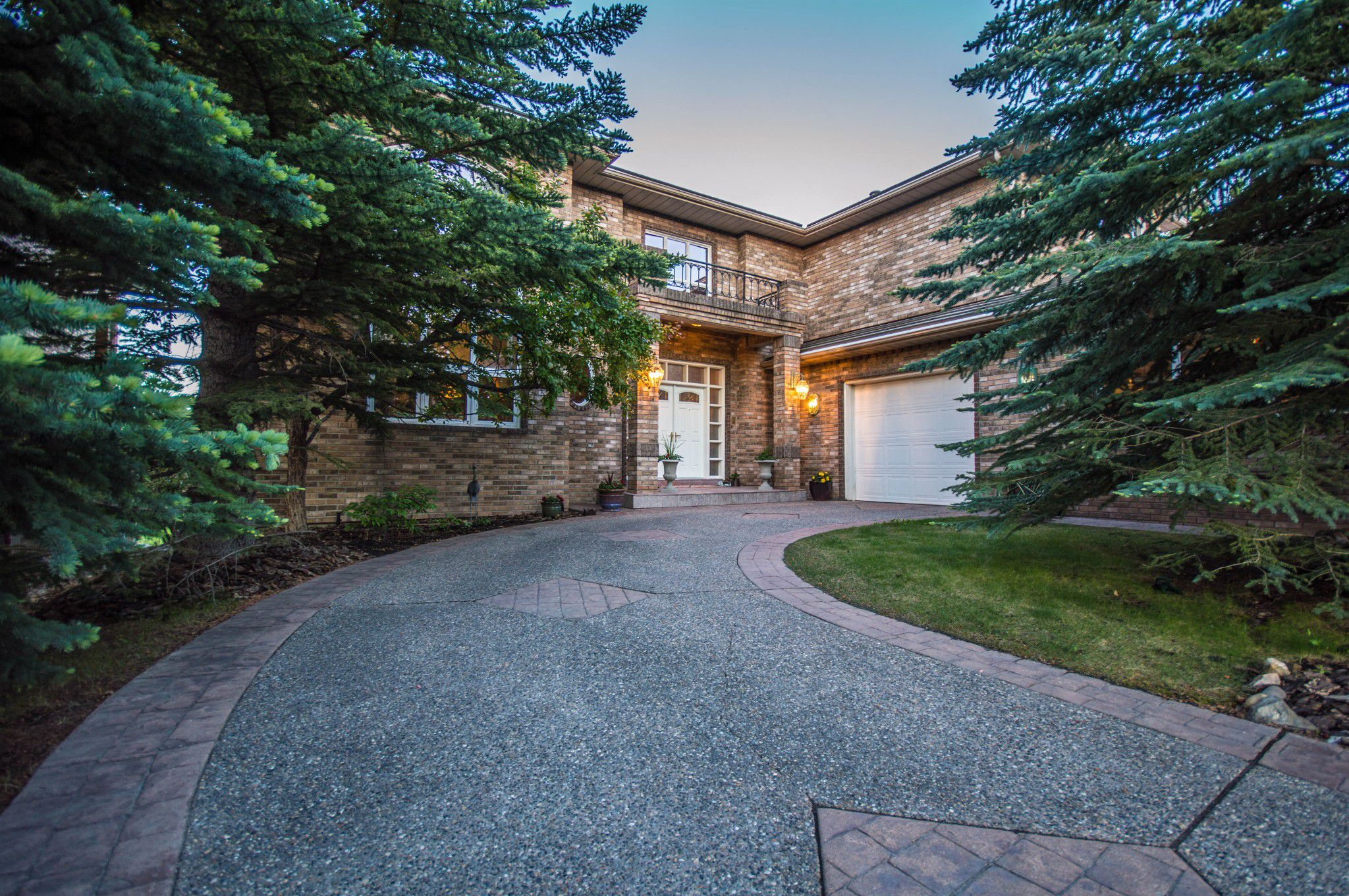 Main Photo: 72 Signatue Heights SW in Calgary: Signal Hill House for sale : MLS®# C4254661