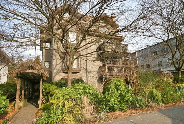 """Main Photo: 202 1689 E 4TH Avenue in Vancouver: Grandview VE Condo for sale in """"ANGUS MANOR"""" (Vancouver East)  : MLS®# V685570"""