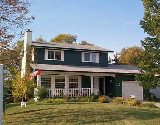 Main Photo: 17 SALEM Place in Winnipeg: Fort Garry / Whyte Ridge / St Norbert Single Family Detached for sale (South Winnipeg)  : MLS®# 2616579