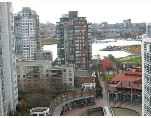 "Main Photo: 1808 198 AQUARIUS MEWS BB in Vancouver: False Creek North Condo for sale in ""AQUARIUS II"" (Vancouver West)  : MLS®# V677443"