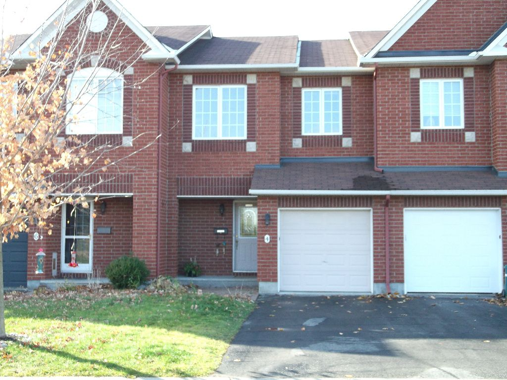 Main Photo: 4 Watts Street in Barrhaven: Hertiage Glen Residential Attached for sale (7706)  : MLS®# 813872