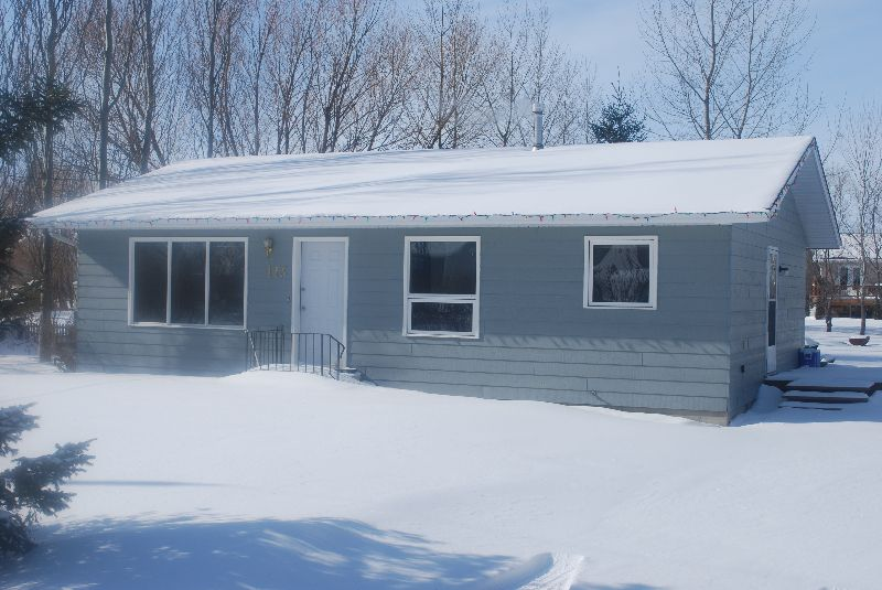 Main Photo:  in Landmark: Residential for sale : MLS®# 2902975