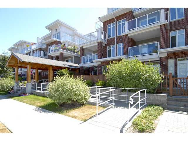 """Main Photo: 118 4280 Moncton Street in Richmond: Steveston South Townhouse for sale in """"THE VILLAGE AT IMPERIAL LANDING"""" : MLS®# V843173"""