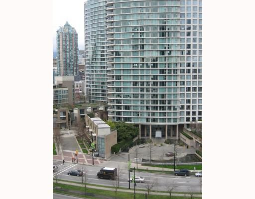 """Main Photo: 1903 1009 EXPO Boulevard in Vancouver: Downtown VW Condo for sale in """"LANDMARK 33"""" (Vancouver West)  : MLS®# V696490"""