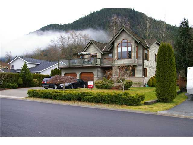 """Main Photo: 41362 DRYDEN RD in Squamish: Brackendale House for sale in """"EAGLE RUN"""" : MLS®# V901108"""