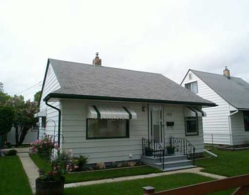 Main Photo: 1551 PRITCHARD Avenue in Winnipeg: North End Single Family Detached for sale (North West Winnipeg)  : MLS®# 2508799