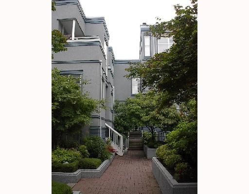 """Main Photo: 16 877 W 7TH Avenue in Vancouver: Fairview VW Townhouse for sale in """"EMERALD COURT"""" (Vancouver West)  : MLS®# V701938"""