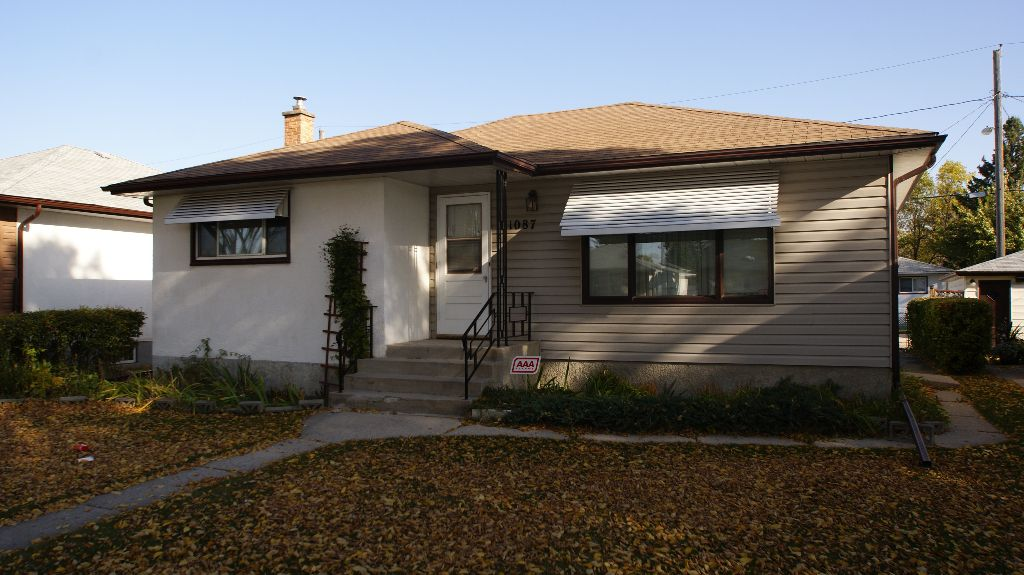 Main Photo: 1087 Bannerman Avenue in Winnipeg: North End Residential for sale (North West Winnipeg)