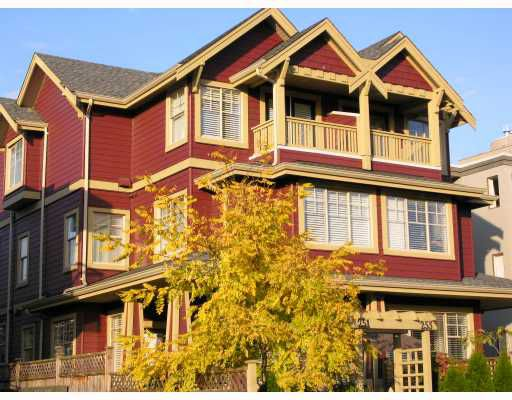 Main Photo: 253 E 13TH Avenue in Vancouver: Mount Pleasant VE Townhouse for sale (Vancouver East)  : MLS®# V676746