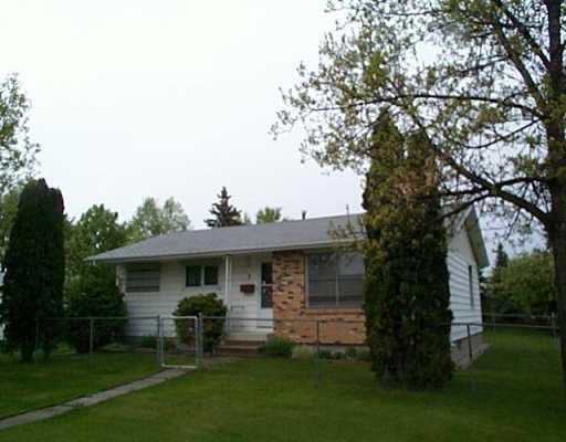Main Photo: 3 SWISS Bay in Winnipeg: North Kildonan Single Family Detached for sale (North East Winnipeg)  : MLS®# 2507929