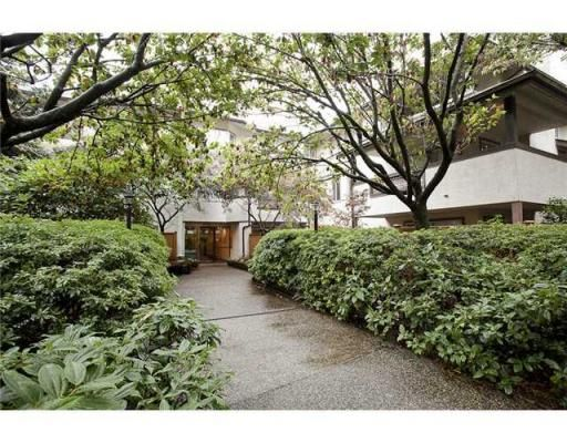"""Main Photo: # 213 809 W 16TH ST North Vancouver in North Vancouver: Condo for sale in """"PANORAMA COURT"""" : MLS®# V907145"""