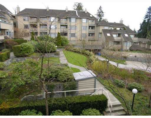 """Main Photo: 407 1000 BOWRON Court in North_Vancouver: Roche Point Condo for sale in """"PARKWAY TERRACE"""" (North Vancouver)  : MLS®# V639394"""