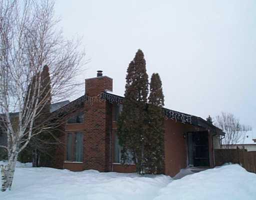 Main Photo: 62 FAIRGROVE Bay in Winnipeg: Maples / Tyndall Park Single Family Detached for sale (North West Winnipeg)  : MLS®# 2502727