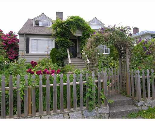 Main Photo: 342 W 15TH Street in North Vancouver: Central Lonsdale House for sale : MLS®# V654405