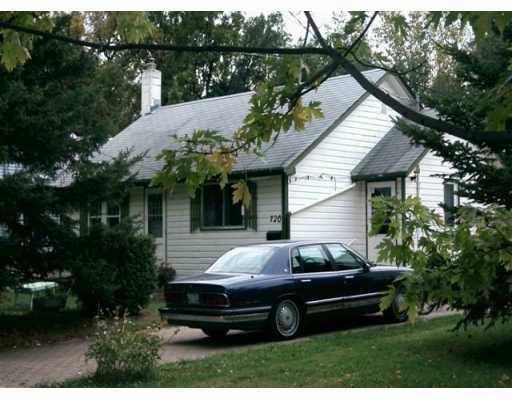 Main Photo: 720 VIMY Road in Winnipeg: Westwood / Crestview Single Family Detached for sale (West Winnipeg)  : MLS®# 2619539