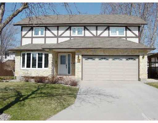 Main Photo: 12 DONALD MCCLINTOCK Bay in WINNIPEG: North Kildonan Residential for sale (North East Winnipeg)  : MLS®# 2807252