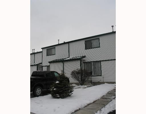 Main Photo: 208 PENNSYLVANIA Road SE in CALGARY: Penbrooke Townhouse for sale (Calgary)  : MLS®# C3257153