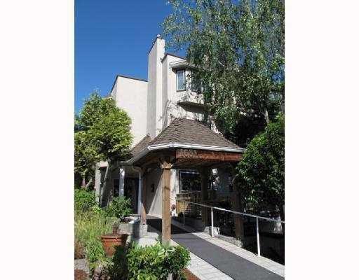 """Main Photo: 202 1631 VINE Street in Vancouver: Kitsilano Condo for sale in """"VINE GARDENS"""" (Vancouver West)  : MLS®# V783834"""