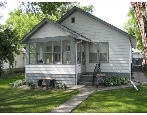Main Photo: 11 PILGRIM Avenue in WINNIPEG: St Vital Residential for sale (South East Winnipeg)  : MLS®# 2820177