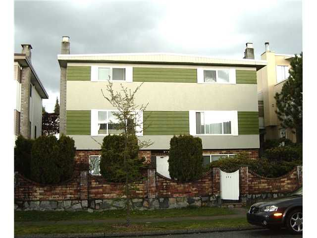 Main Photo: 242 W 4TH Street in North Vancouver: Lower Lonsdale House Duplex for sale : MLS®# V820802