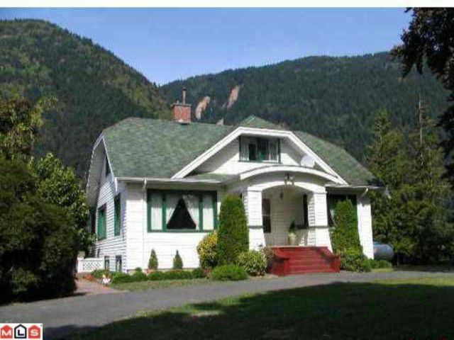 Main Photo: 39963 N PARALLEL Road in Abbotsford: Sumas Mountain House for sale : MLS®# F1011208