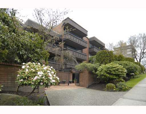 "Main Photo: 216 1405 W 15TH Avenue in Vancouver: Fairview VW Condo for sale in ""LANDMARK GRAND APTS"" (Vancouver West)  : MLS®# V719070"