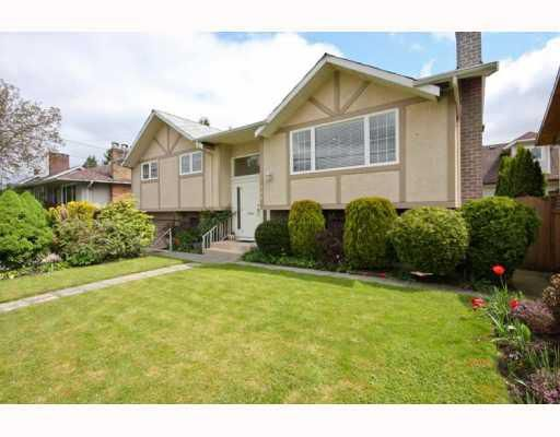 Main Photo: 104 HARVEY Street in New_Westminster: The Heights NW House for sale (New Westminster)  : MLS®# V781892