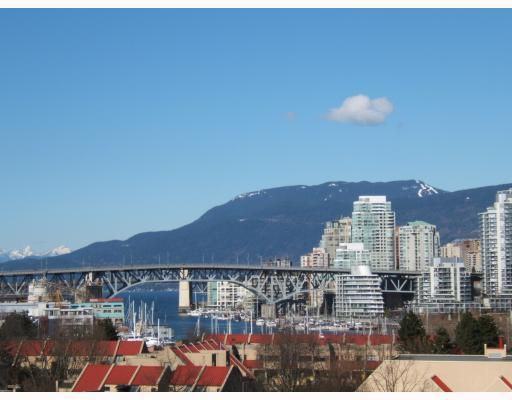 """Main Photo: 7 973 W 7TH Avenue in Vancouver: Fairview VW Townhouse for sale in """"FAIRVIEW"""" (Vancouver West)  : MLS®# V748491"""