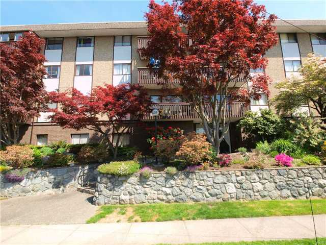 """Main Photo: 203 120 E 4TH Street in North Vancouver: Lower Lonsdale Condo for sale in """"Excelsior House"""" : MLS®# V829658"""