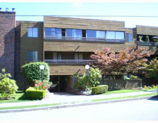 """Main Photo: 306 2424 CYPRESS Street in Vancouver: Kitsilano Condo for sale in """"CYPRESS PLACE"""" (Vancouver West)  : MLS®# V786362"""