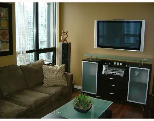 Main Photo: 1602 909 MAINLAND Street in Vancouver: Downtown VW Condo for sale (Vancouver West)  : MLS®# V752345