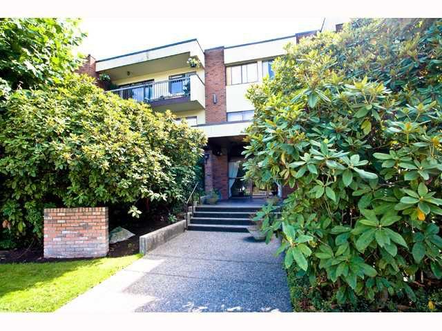 "Main Photo: 210 1420 E 7TH Avenue in Vancouver: Grandview VE Condo for sale in ""LANDMARK COURT"" (Vancouver East)  : MLS®# V819451"