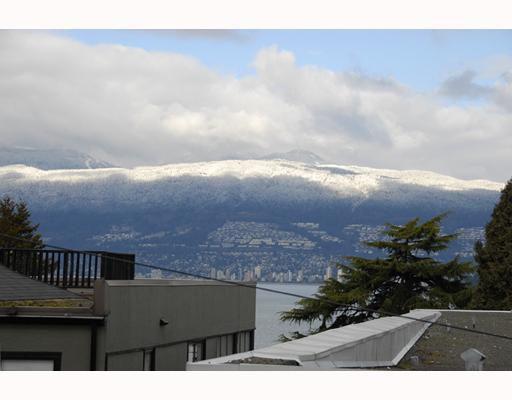 """Main Photo: 5 1535 VINE Street in Vancouver: Kitsilano Condo for sale in """"VINEGROVE"""" (Vancouver West)  : MLS®# V754722"""