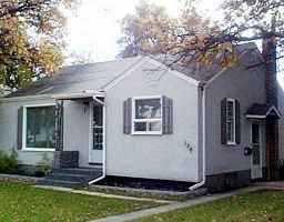 Main Photo: 194 STRANMILLIS Avenue in WINNIPEG: St Vital Single Family Detached for sale (South East Winnipeg)  : MLS®# 9914799