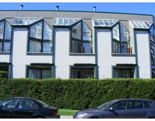"Main Photo: 9 1870 YEW Street in Vancouver: Kitsilano Condo for sale in ""NEWPORT MEWS"" (Vancouver West)  : MLS®# V778421"
