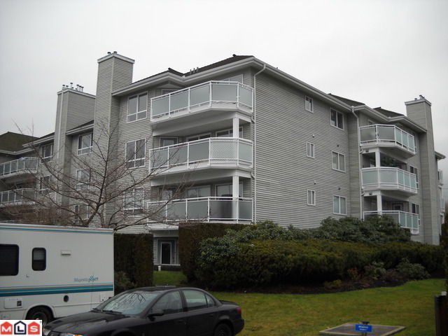 Main Photo: 406 13680 84 Avenue in Surrey: Bear Creek Green Timbers Condo for sale : MLS®# F1103092