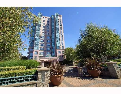 """Main Photo: 206 2988 ALDER Street in Vancouver: Fairview VW Condo for sale in """"SHAUGHNESSY GATES"""" (Vancouver West)  : MLS®# V727147"""
