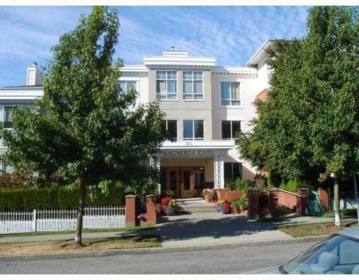 """Main Photo: 425 383 E 37TH Avenue in Vancouver: Main Condo for sale in """"MAGNOLIA GATE"""" (Vancouver East)  : MLS®# V784705"""