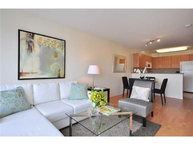 """Main Photo: 312 2973 KINGSWAY in Vancouver: Collingwood VE Condo for sale in """"Mountain View Place"""" (Vancouver East)  : MLS®# V835927"""