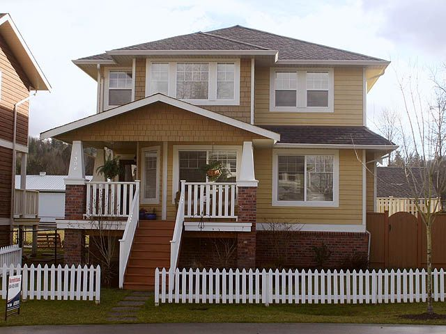 Welcome to your new home - cul-d-sac living with a white picket fence!