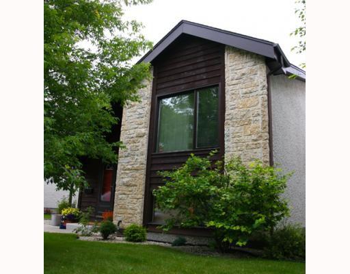 Main Photo: 15 TROWBRIDGE Bay in WINNIPEG: St Vital Residential for sale (South East Winnipeg)  : MLS®# 2915046