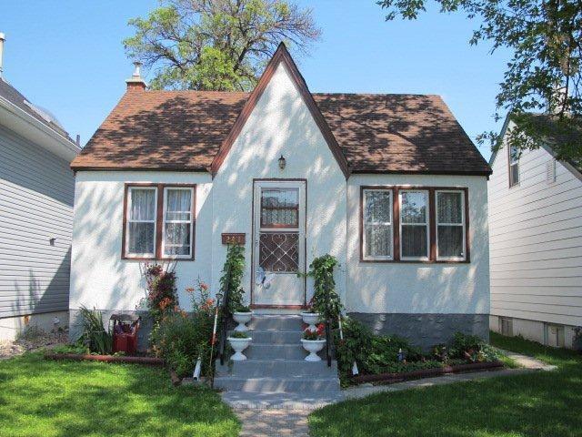 Main Photo:  in WINNIPEG: East Kildonan Residential for sale (North East Winnipeg)  : MLS®# 1015788