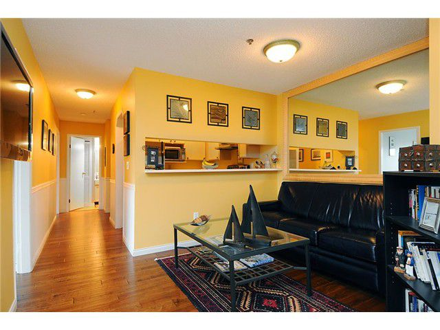 """Main Photo: 206 910 W 8TH Avenue in Vancouver: Fairview VW Condo for sale in """"THE RHAPSODY"""" (Vancouver West)  : MLS®# V855953"""