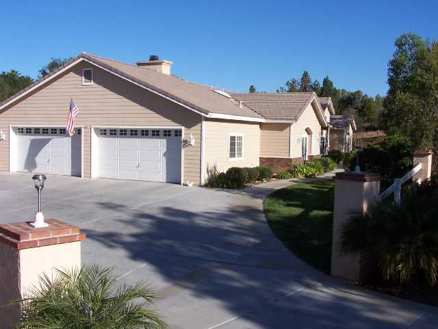 Main Photo: SOUTH ESCONDIDO House for sale : 4 bedrooms : 1985 Glennaire Drive in Escondido