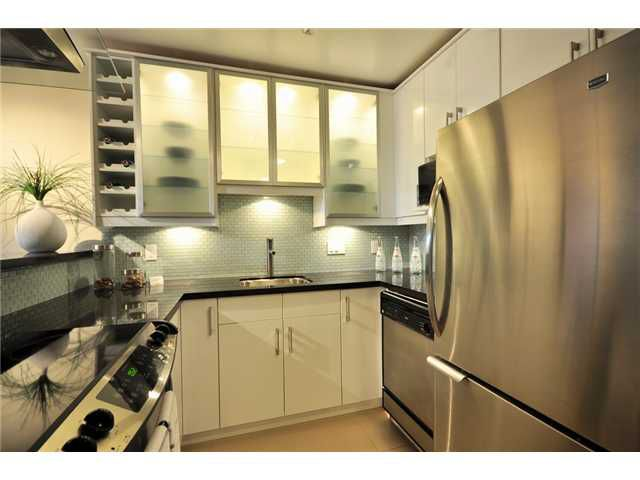 """Main Photo: 102 1350 COMOX Street in Vancouver: West End VW Condo for sale in """"BROUGHTON TERRACE"""" (Vancouver West)  : MLS®# V821764"""