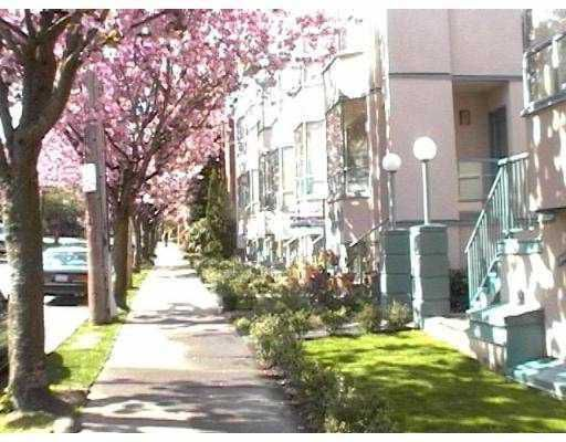 """Main Photo: 15 939 W 7TH Avenue in Vancouver: Fairview VW Townhouse for sale in """"Meridian Court"""" (Vancouver West)  : MLS®# V761320"""